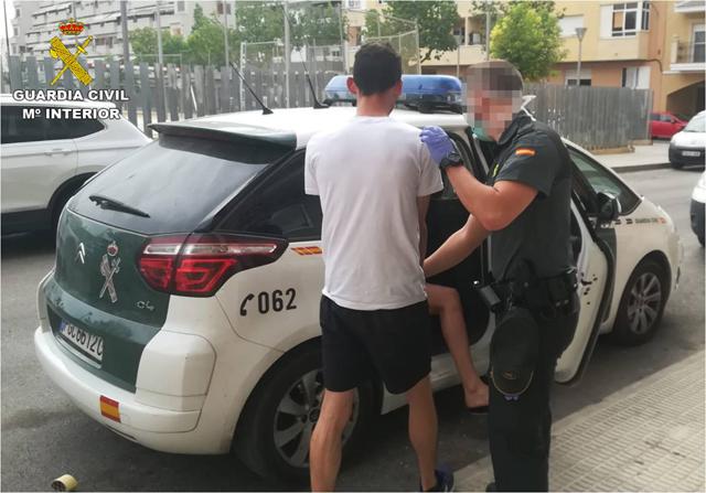 La Guardia Civil desmantela cinco narcopisos en Almoradí 6