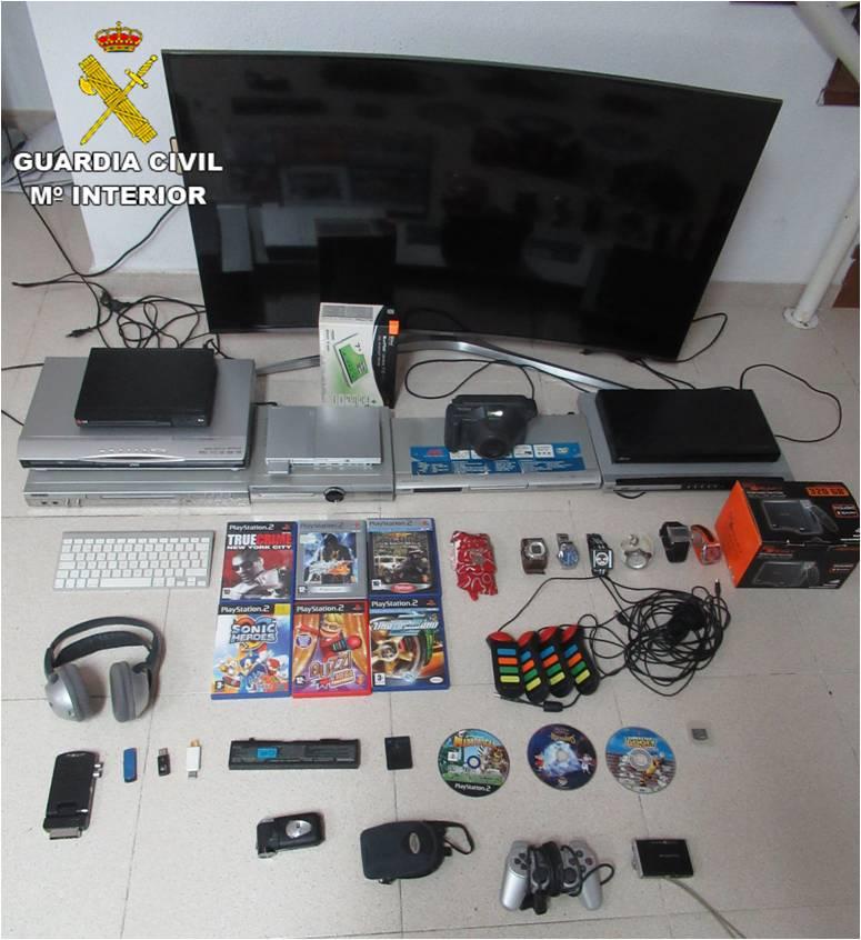 Detenido por 11 delitos de robo en la Torre de la Horadada 6