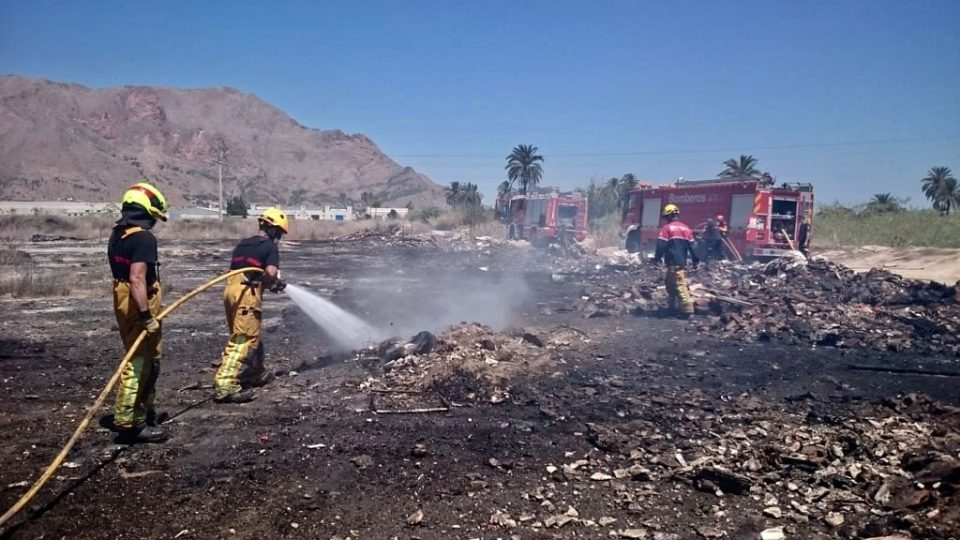 Un incendio calcina 4.000 metros cuadrados de matorral en Orihuela 6