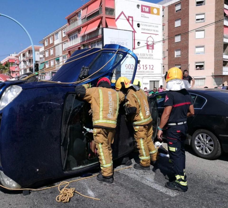 Un accidente deja atrapada a una mujer en su vehículo en Torrevieja 6