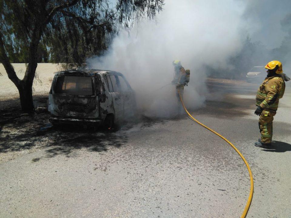 Un coche se calcina en las inmediaciones de la Ermita de la Pilarica en Benejúzar 6