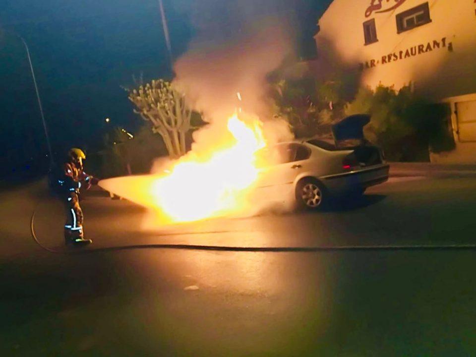 Susto para una familia al incendiarse el coche en el que viajaba 6