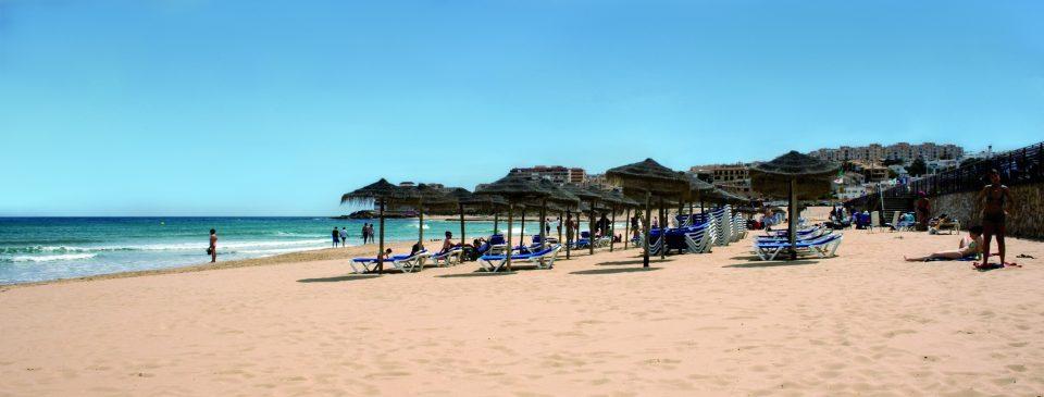 Fallece un bañista en la playa de La Mata 6