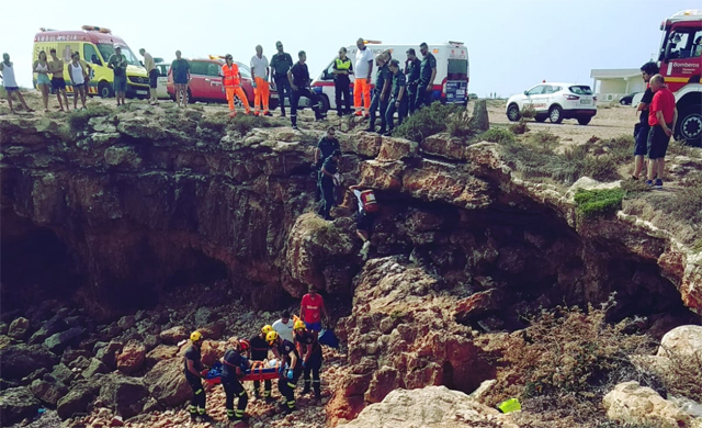 Una mujer resulta herida al caer por una cala de Torrevieja 6