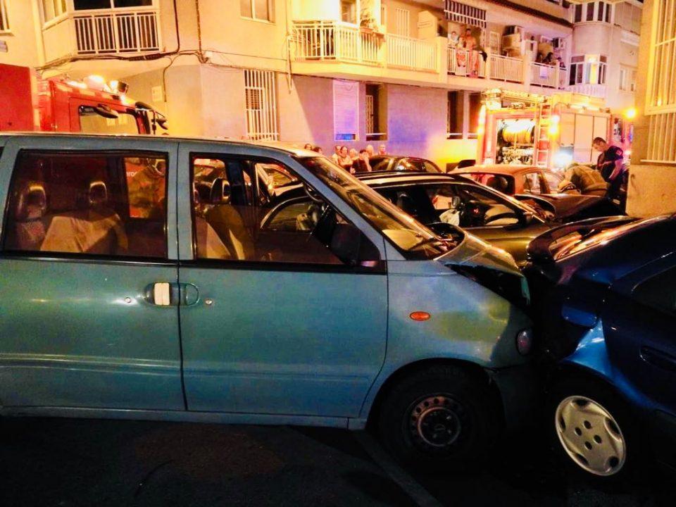 Rescatan a un hombre atrapado en su vehículo tras un accidente en Torrevieja 6