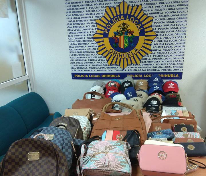 La Policía Local de Orihuela detiene a un hombre por venta ambulante ilegal 6