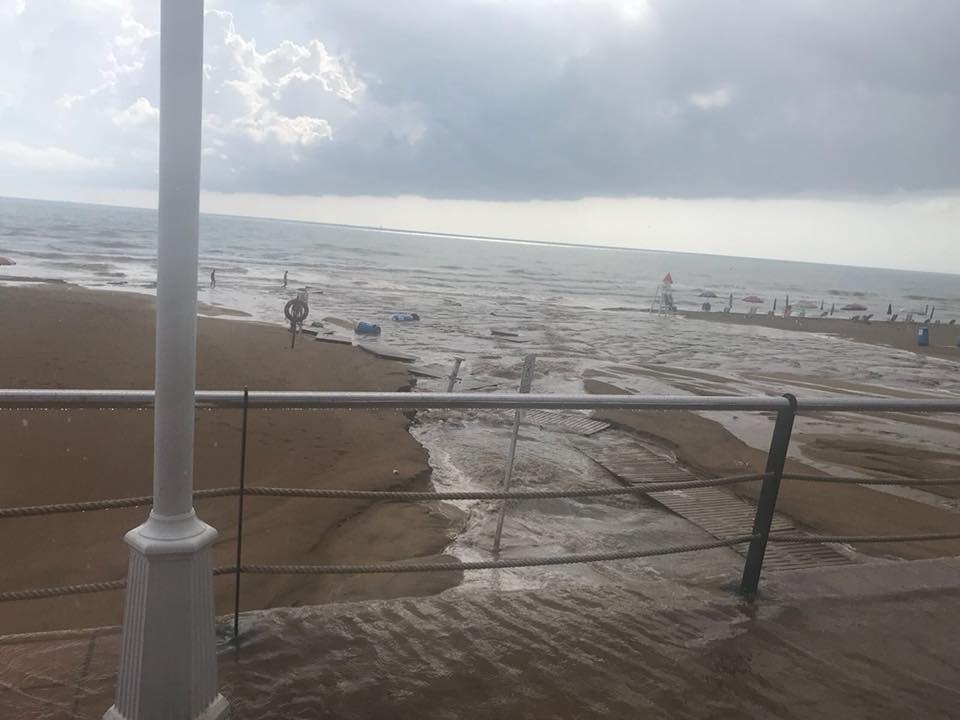 Las lluvias causan varios desperfectos en Guardamar del Segura 6