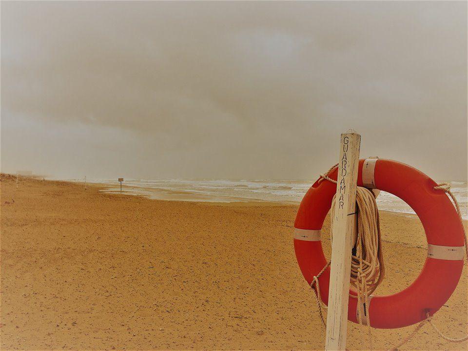 Salvan la vida a un hombre en la playa de El Moncayo 6