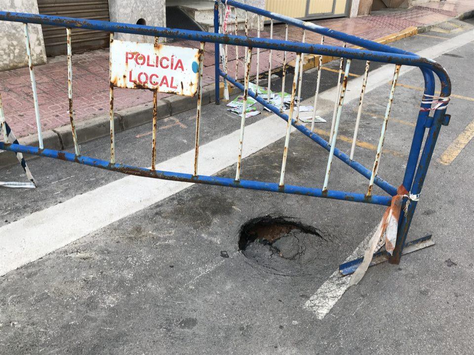El PP de Torrevieja alerta del riesgo de hundimiento en la Calle Fragata 6