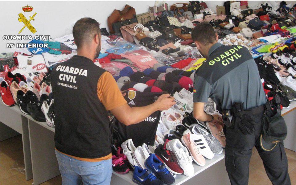 Detenidos 6 hombres en Torrevieja por la venta de productos falsificados 6