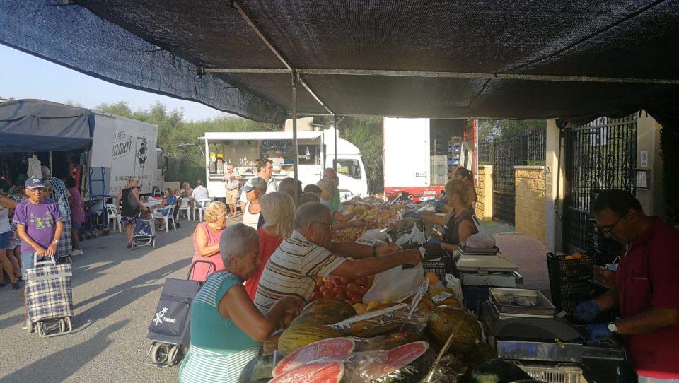 El mercado de La Mata ya ha cambiado de ubicación 6