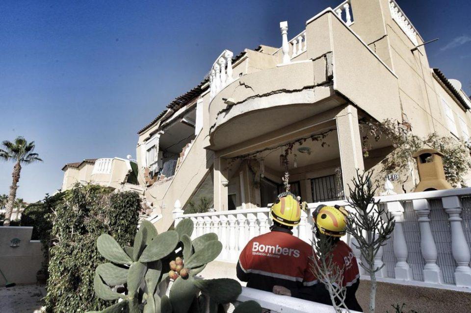 Se derrumban dos viviendas en Orihuela Costa 6