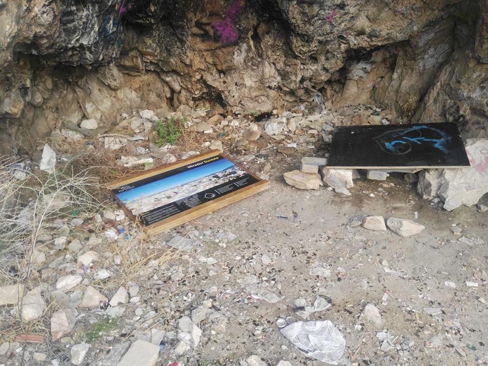 Destrozan las señales de la Sierra de Orihuela 6