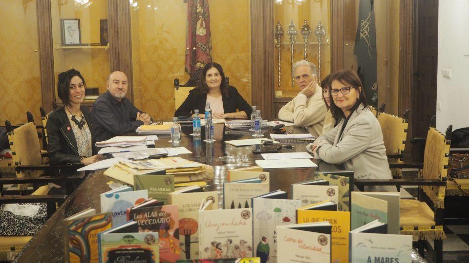 Nieves García gana el Premio de Poesía para Niños y Niñas Ciudad de Orihuela 6