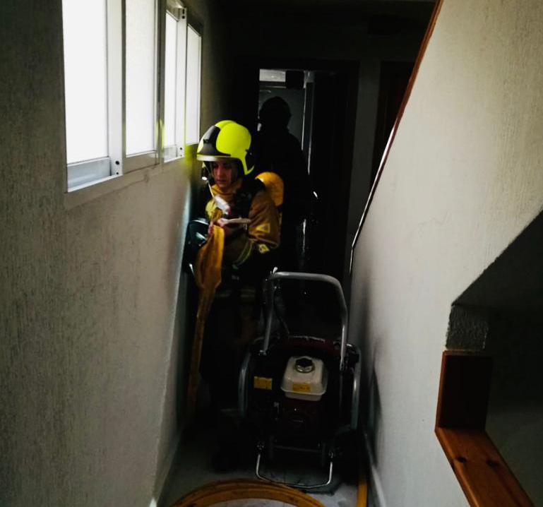 Desalojan a una veintena de vecinos por un incendio en Torrevieja 6