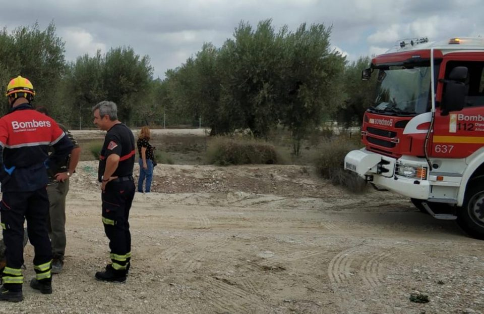 Rescatan a un hombre de un hoyo en Benferri 6