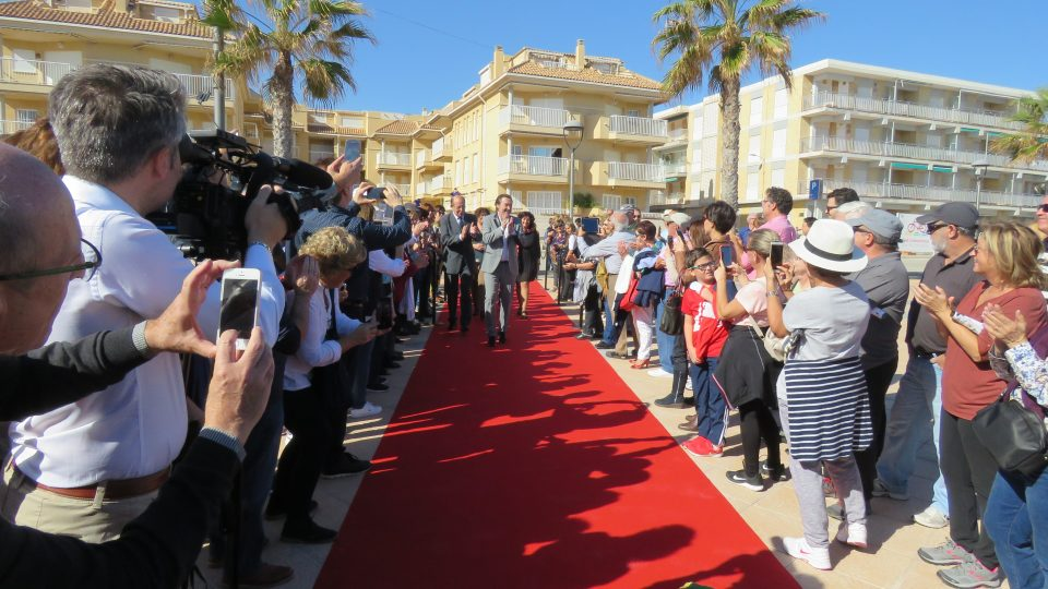 El actor Ginés García cruza la alfombra roja y descubre su estrella 6