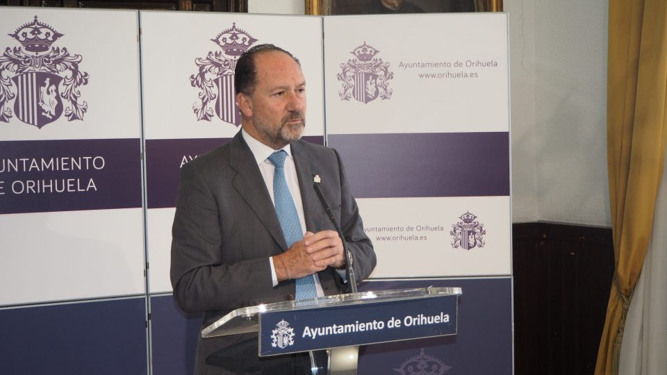 El Ayuntamiento reconocerá a los concejales de la democracia en Orihuela 6