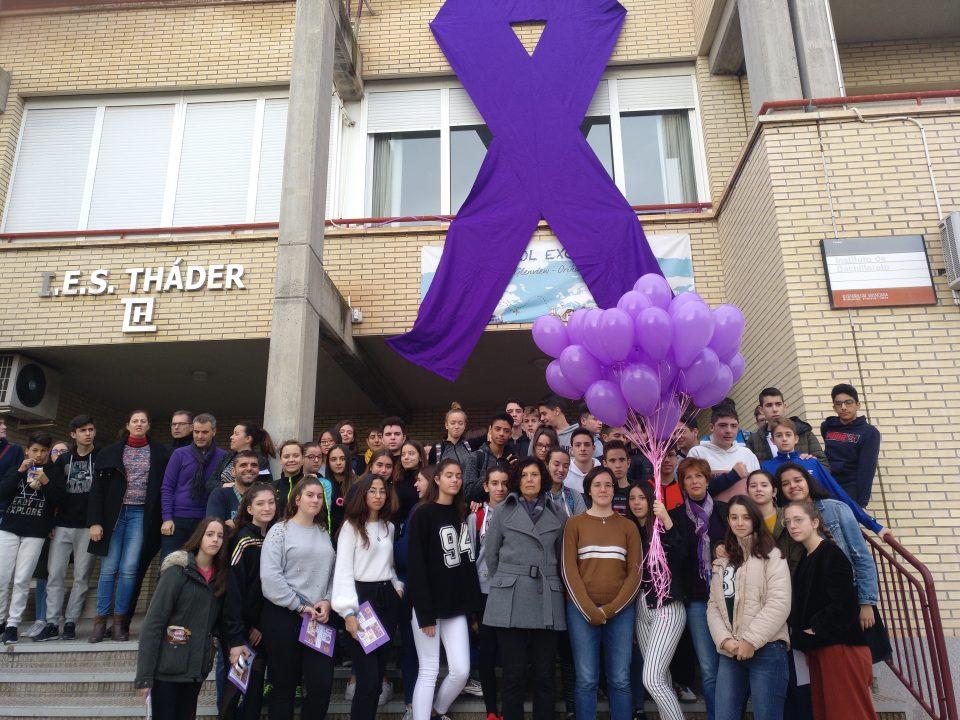 El IES Tháder conmemora el día internacional contra la violencia de género 6