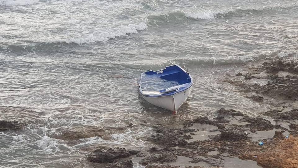 Localizan once personas llegadas en patera a Orihuela Costa 6
