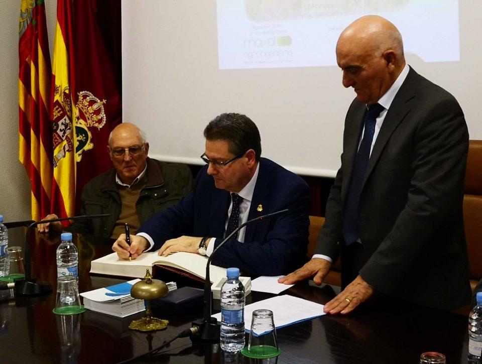 El diputado de Ciclo Hídrico recibe el escudo de oro del Juzgado de Aguas de Orihuela 6