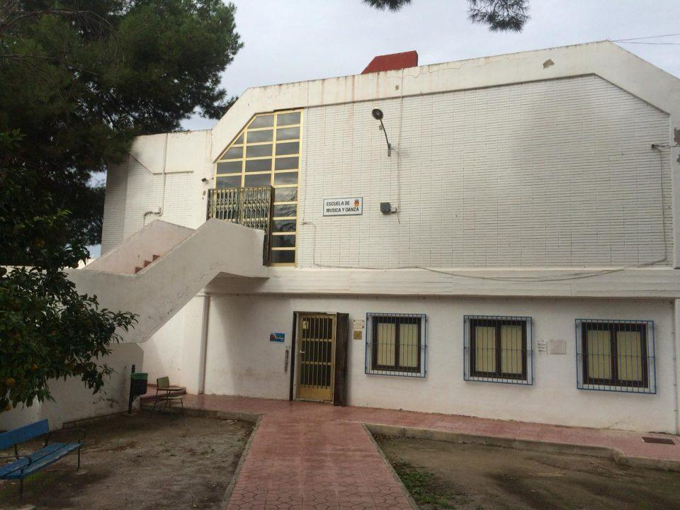 IU pide una reforma integral del antiguo conservatorio de Almoradí 6