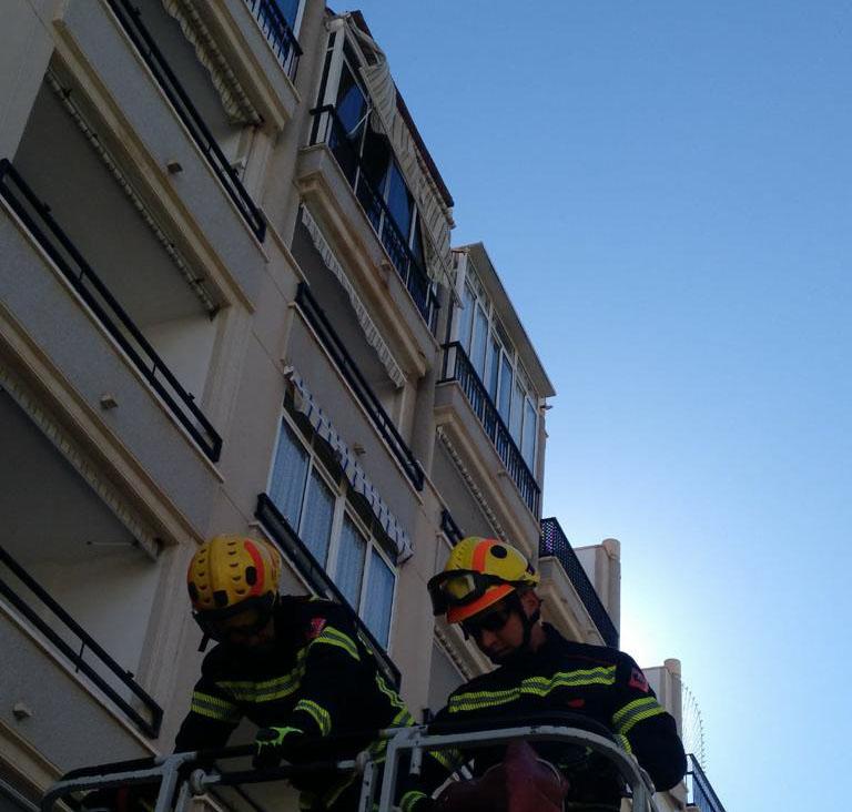 Los bomberos realizan varias intervenciones por fuertes rachas de viento 6