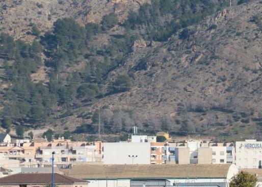 El Helicóptero de los Bomberos rescata a dos senderistas en la Sierra de Callosa 6