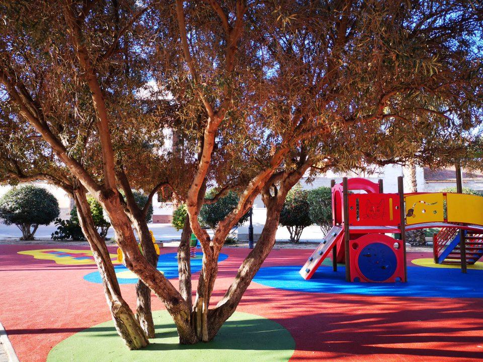 Benejúzar finaliza las obras del parque infantil de la Plaza Alquibla 6