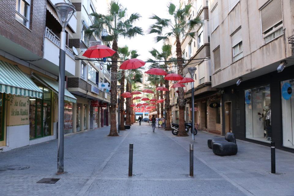 Asociaciones de Torrevieja decoran la ciudad salinera por Navidad 6
