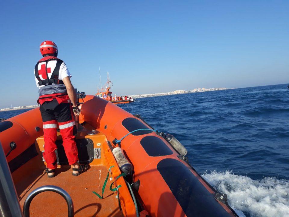 Salvamento marítimo rescata a 24 inmigrantes en la costa de Torrevieja 6