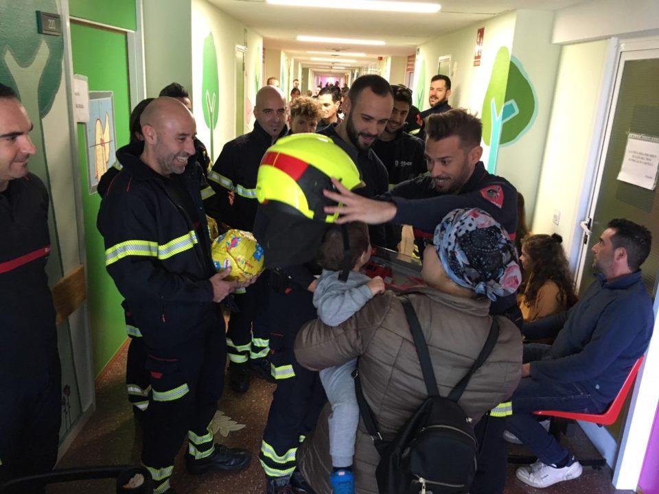 Los bomberos de Torrevieja encienden la llama de la solidaridad 6