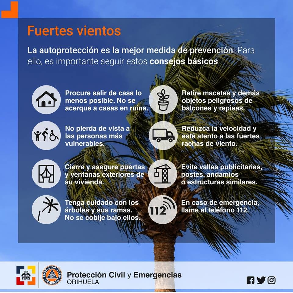 El viento obliga a aplazar la inauguración del mercadillo solidario en Orihuela 6