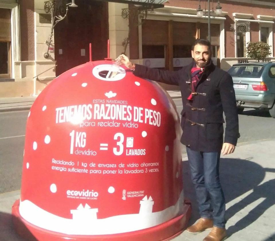 Los iglús de vidrio se tiñen de rojo para reciclar en Navidad 6