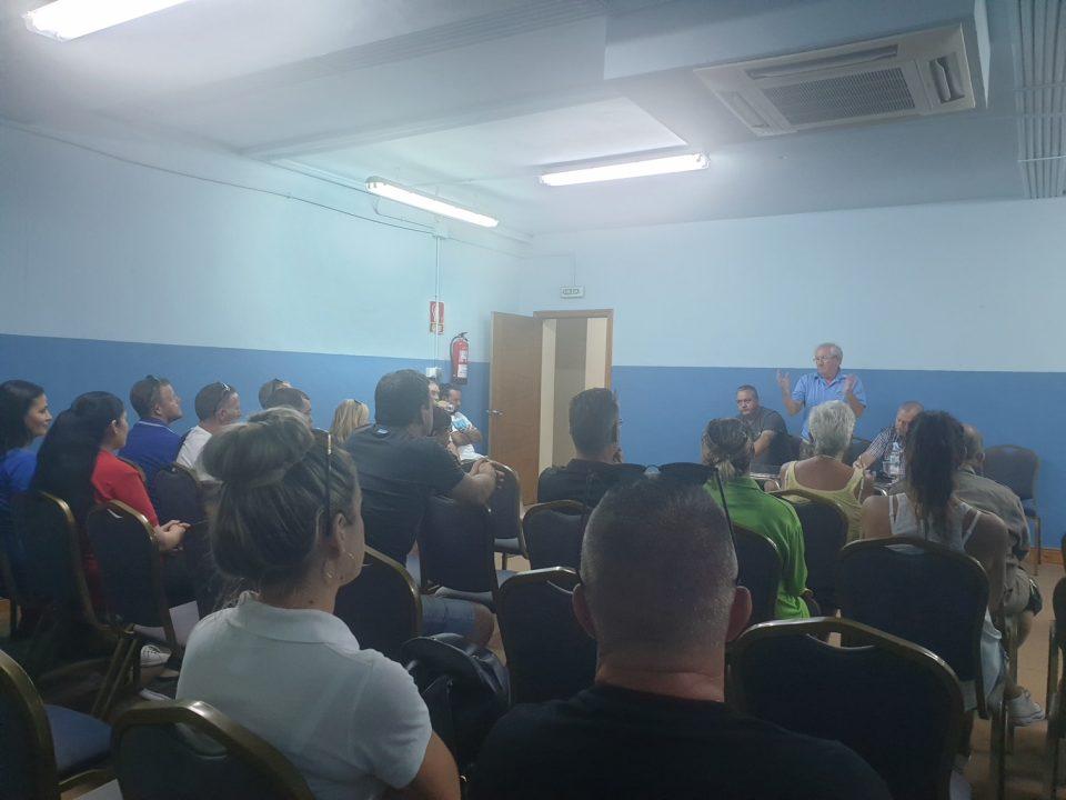"""Los comerciantes de Cabo Roig llevarán al Pleno el asunto de """"los manteros"""" 6"""