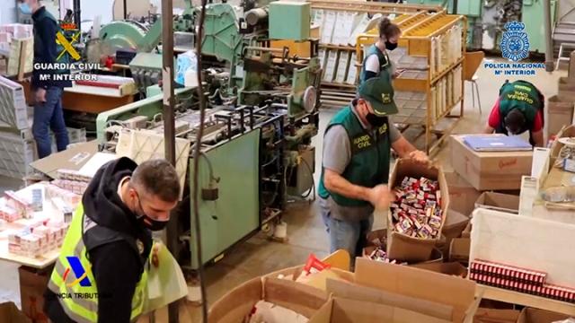 Desmantelada una fábrica ilegal de tabaco en Albatera 6