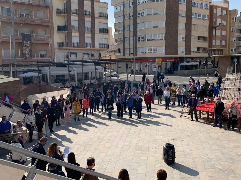 Guardamar guarda un minuto de silencio por las víctimas de violencia de género 6