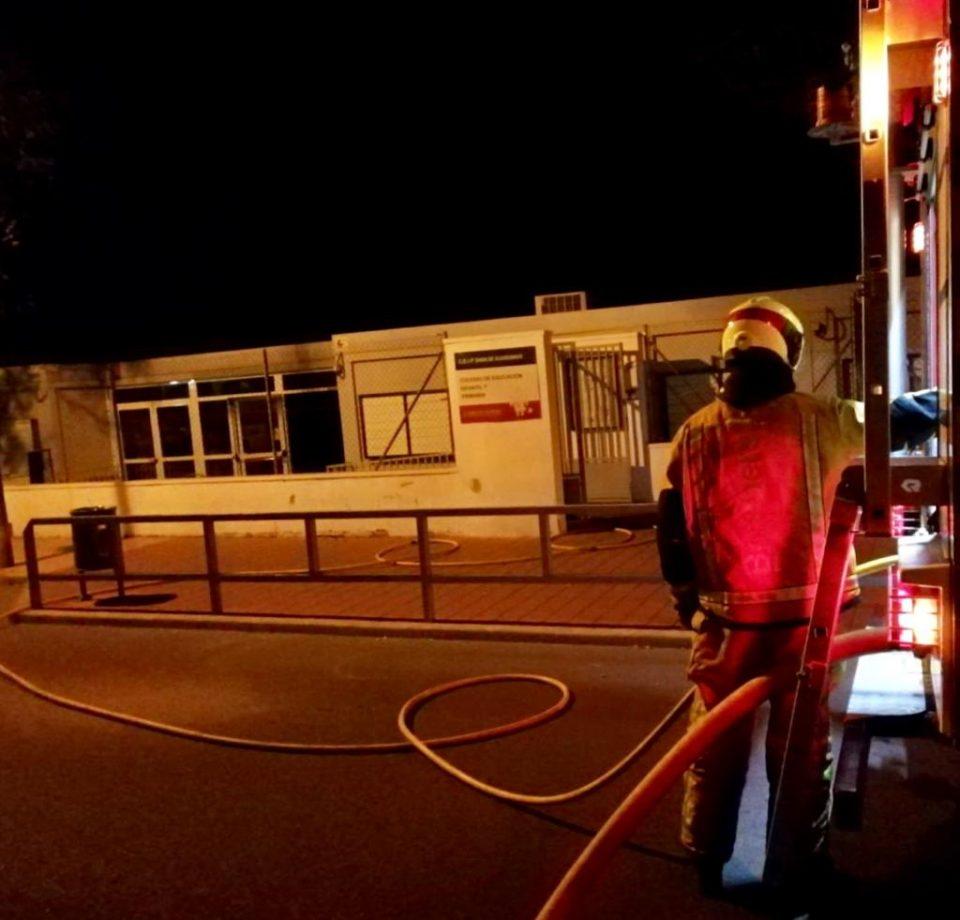 Un incendio en el Colegio Dama de Guardamar obliga a suspender las clases 6