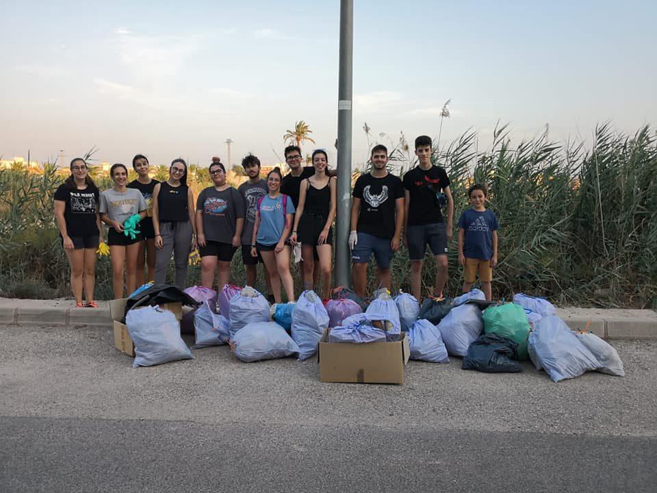 Una plataforma de jóvenes se dedica a recoger residuos por toda la provincia 6