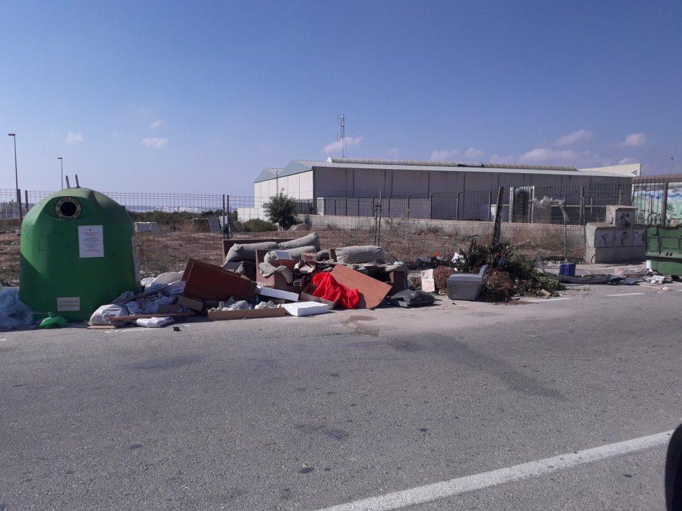 Multas en Los Montesinos por tirar enseres en la vía pública 6