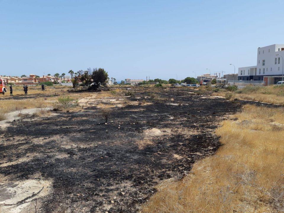 Extinguido un incendio en Orihuela Costa 6