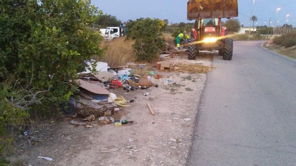 La Policía Local de Guardamar busca a los responsables de depositar vertidos ilegales 6