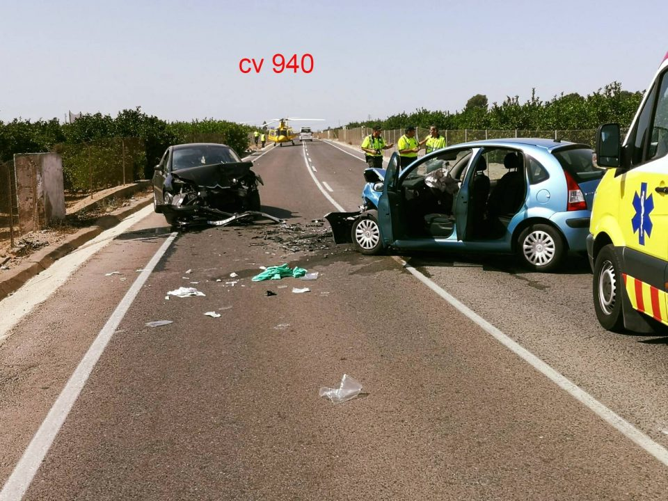 Grave accidente de tráfico en Los Montesinos 6