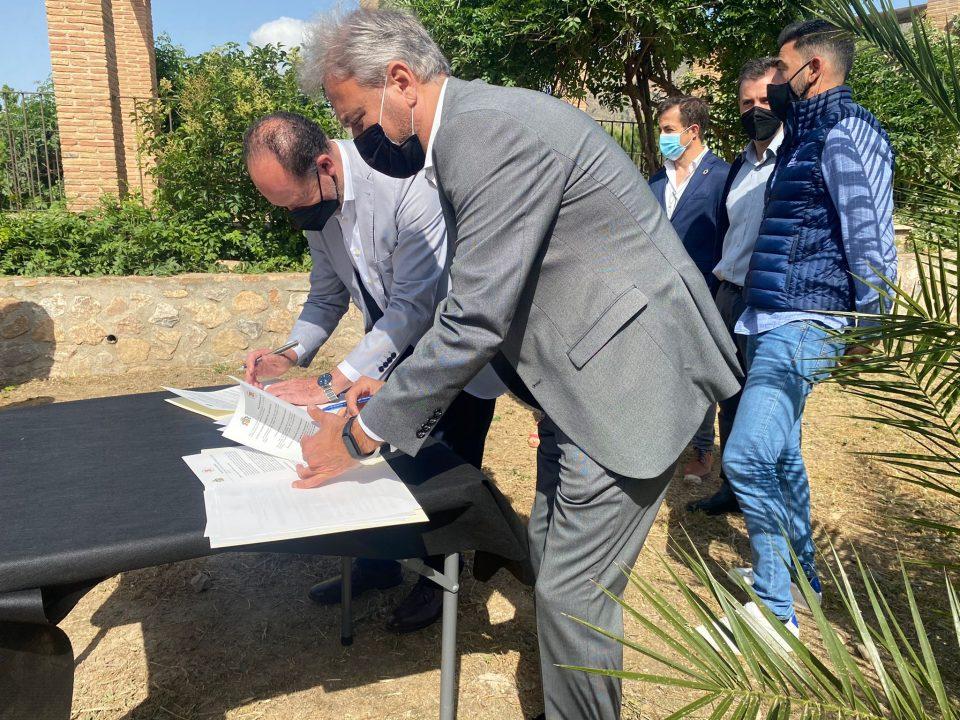 El Ayuntamiento de Orihuela y la UMH firman un convenio para mantener el Palmetum 6