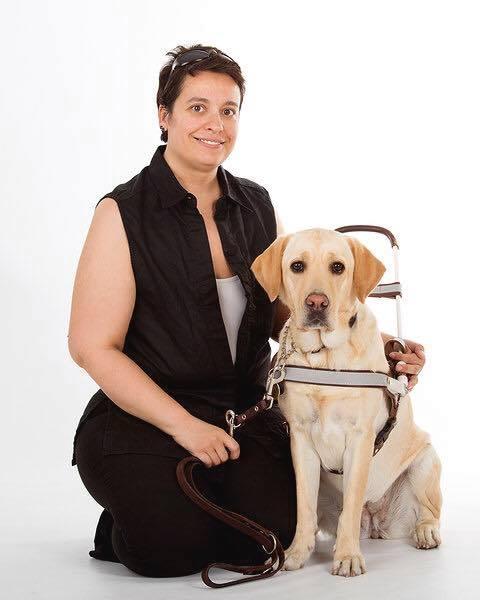 Un local de Guardamar impide el paso a una invidente por ir con su perro guía 6