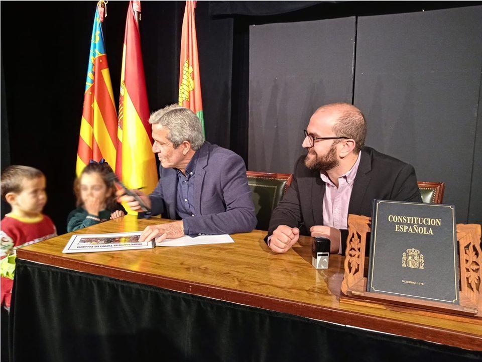 Los niños de Pilar de la Horadada celebran el día de la Constitución con el alcalde 6