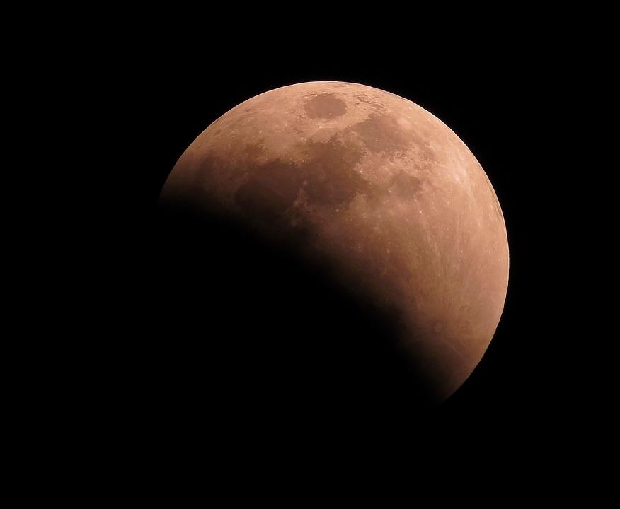 A pocas horas del último eclipse lunar del año 6