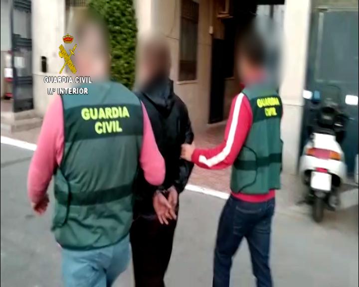 La Guardia Civil detiene a dos personas en Torrevieja buscadas en su país de origen 6