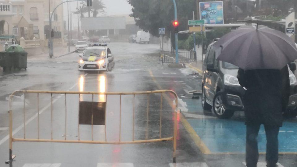 La Policía de Torrevieja recomienda a la gente no salir de casa 6