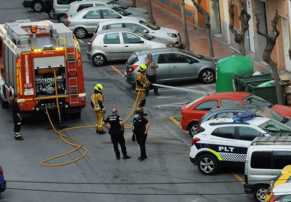 Unas colillas sin apagar en un contenedor provocan un conato de incendio en Torrevieja 6